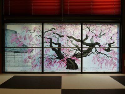 取り付け後のオーダーメイドフュージング画「枝垂桜」