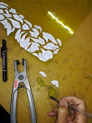 ヒマワリの花びらのガラスは、高価なアンティークガラスのセレニウムイエロー