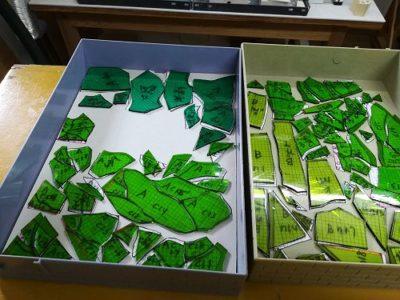 細かい緑の「葉」のピースたち。緑だけでも6色。