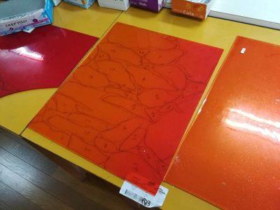 サンゴバンのセレニウムオレンジは、ここ数年で倍近く値上がりしました。中央の1枚で1万5千円。