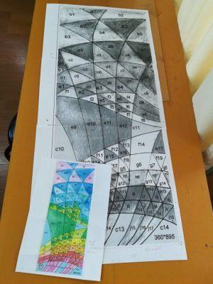 原画(左下)と原寸大の型紙(モノクロ)