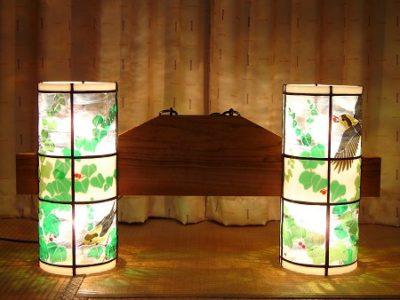 ステンドグラス・ペンダントランプ「ツタとヤマガラ」