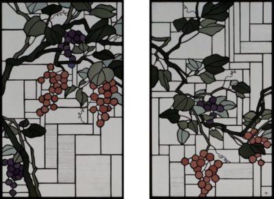 2枚の窓にステンドグラス「葡萄」
