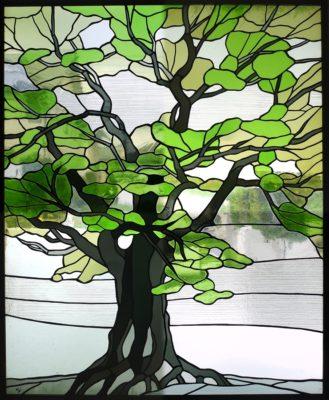 大木を描いた和風ステンドグラス「ケヤキ」
