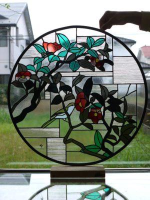 アンティークガラスを使用し、透明感のあるステンドグラスに