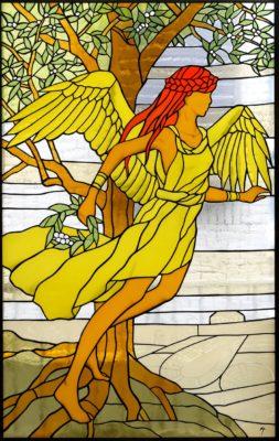 ギリシャ神話の女神をモチーフにした人物ステンドグラス「ニケ」