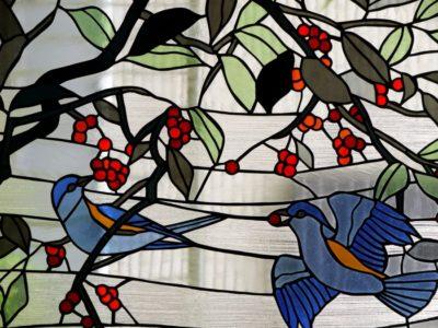 和風ステンドグラス「ルリビタキ」の部分拡大