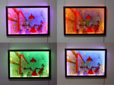 LEDステンドグラスは、時々刻々色を変えていく