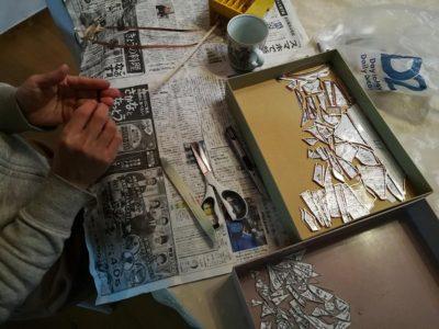 銅テープを切断面を包むように巻いていきます