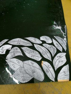 椿の葉は、今はなきフィッシャー社のアンティークガラス