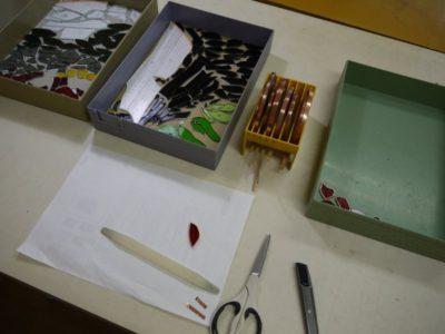 テープを巻くための材料と道具
