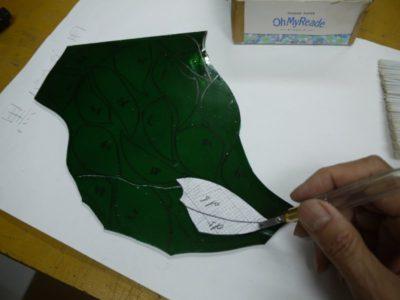 水墨画風ですが、緑のガラスも使います